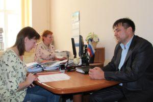Кандидат в депутаты областной Думы Игорь Гулицкий представил в облизбирком документы для регистрации